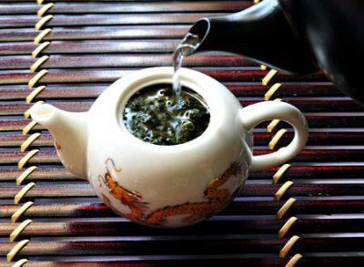 Hot với 9 bước làm trà đào cực dễ